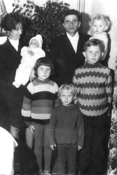 Irena i Wiktor Nowiccy z dziećmi Duszniki Zdrój 1973