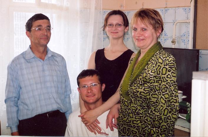 Oni pozostali na Ziemiach Ojców Brześć maj 2006 Zofia Nowicka-Antonowicz z mężem Walerym i dziećmi Julią i Aleksandrem
