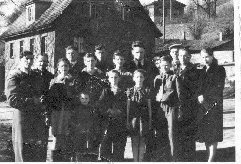 Helena i Stanisław Nowiccy z Rodziną Duszniki Zdrój ul. Dworcowa 1949 rok