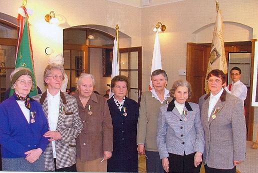 Panie odznaczone Krzyżem Zesłańców Sybiru , druga od lewej Maria Homerska pierwsza z prawej Janina Łaba , Wrocław kwiecień 2005